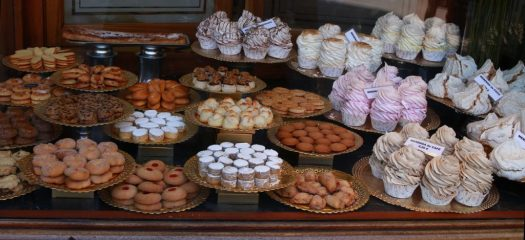 sweets-887722_1920-1024x469
